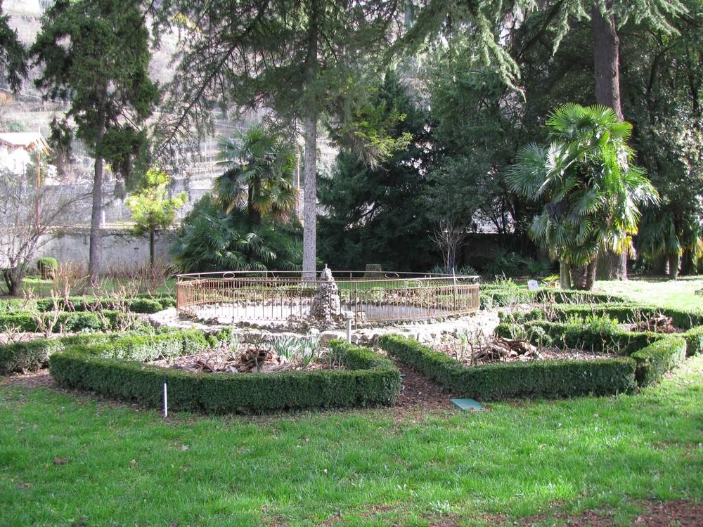 Fontana Da Parete Per Giardino : Fontana Da Giardino In Pietra ...